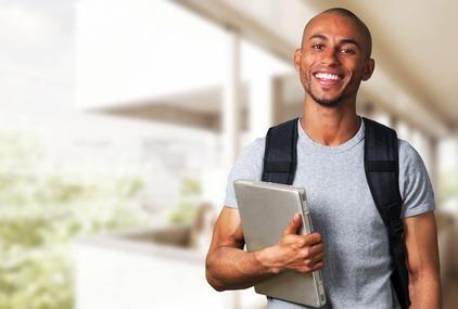 étudiant qui démarre dans la vie avec des projets