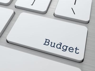 clavier ordinateur avec toutche budget pour faire ses comptes sur logiciel de budget