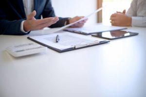 signer un contrat et se mettre d'accord-finances personnelles